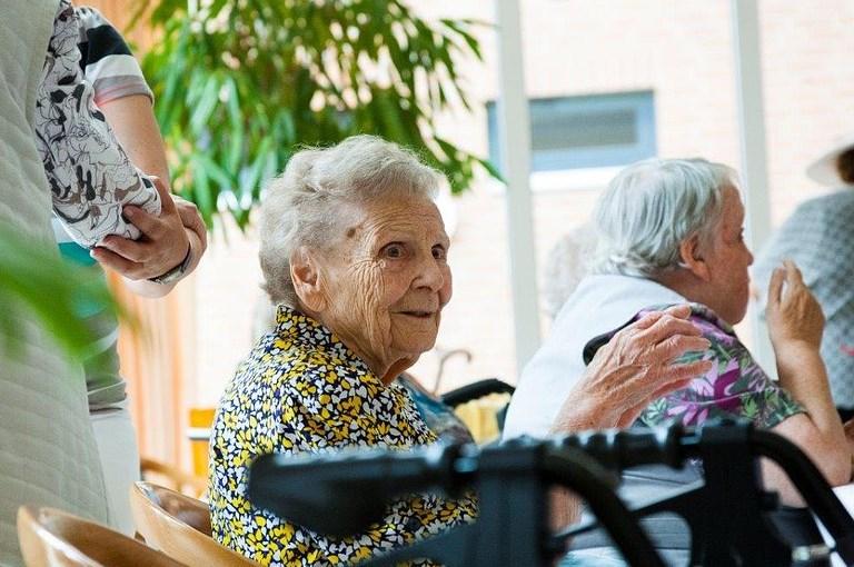 warum ältere männer auf junge frauen stehen hannover
